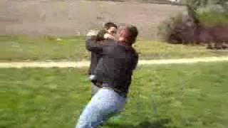 самооборона в стиле айкидо.flv(основные приемы самообороны на улице в стиле айкидо., 2011-05-01T05:19:33.000Z)