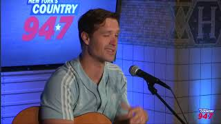 "Walker Hayes Performs ""Don't Let Her"", ""You Broke Up With Me"" and ""90s Country"""