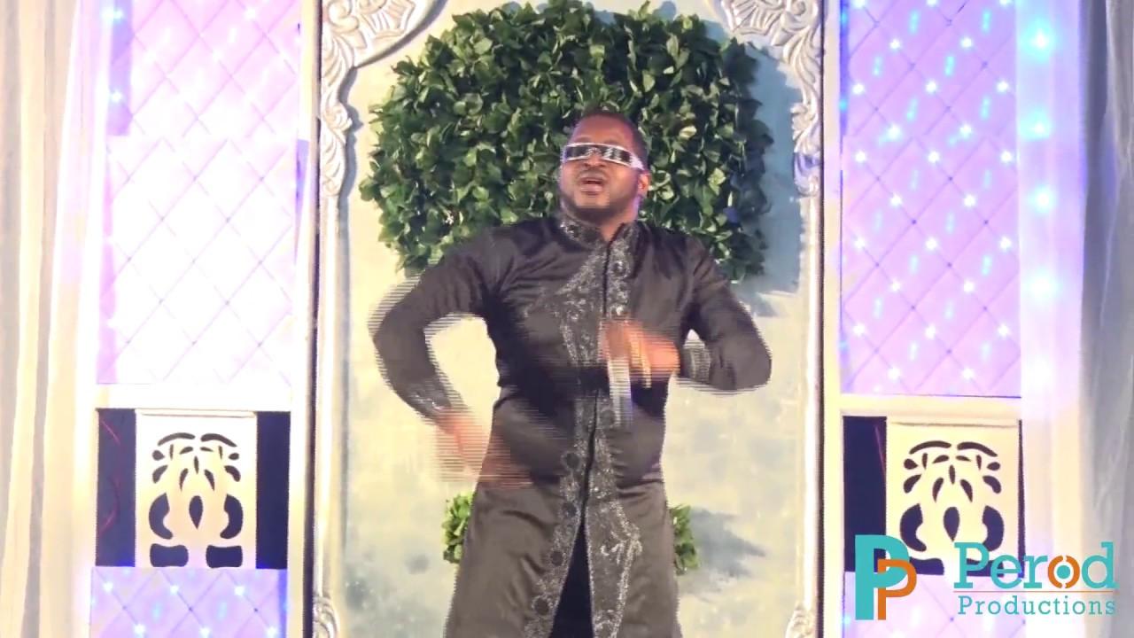 Download Olu Maintain, live at the Calabar Carnival 2015