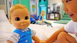 키즈 풀빌라에서 아기인형과 예준이가 놀아요! 코코풀빌라 어린이 놀이터 미끄럼틀 전동 자동차 장난감 Funny Kids Playground with Baby Doll