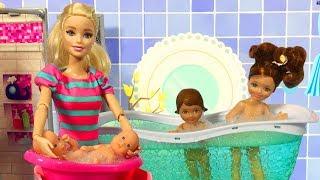 Barbie ve Ailesi Bölüm 127 - Kızlar banyoda - Çizgi film tadında Barbie oyunları