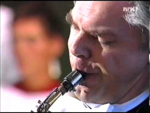 Jan Garbarek plays in the wedding of Haakon and Mette-Marit, 2001