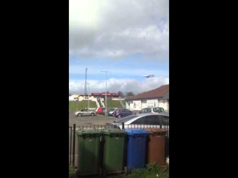 Emirates Plane coming over Yoker to land into Glasgow Airpo