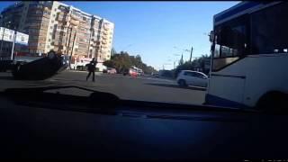 Летающая машина - Лучшее Видео Интернета(Офигенное видео!!! всем смотреть. Машина пересекая перекресток взлетела без огня и дыма!!!, 2012-12-20T07:26:10.000Z)