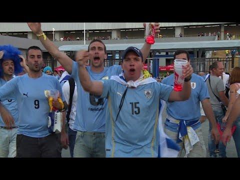 Mondial: des Uruguayens célébrent la victoire face aux Saoudiens