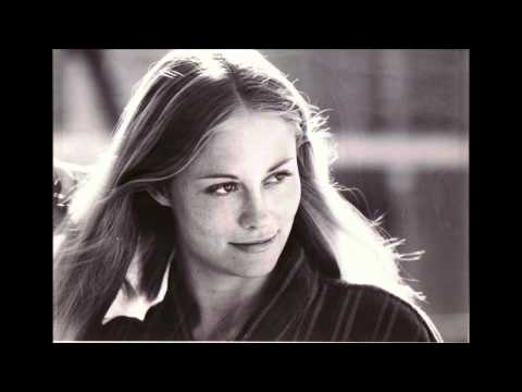 Cybill Shepherd sings