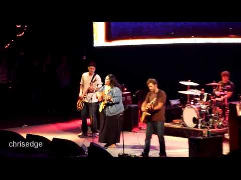 HD -  Jack Johnson & Paula Fuga Live! - Country Road - 2010-10-13 Irvine CA - Verizon Wireless