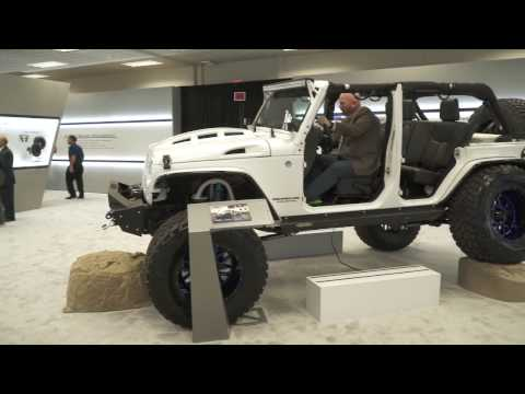 Alpine Jeep Wrangler Restyle System | CES 2017 | Crutchfield video