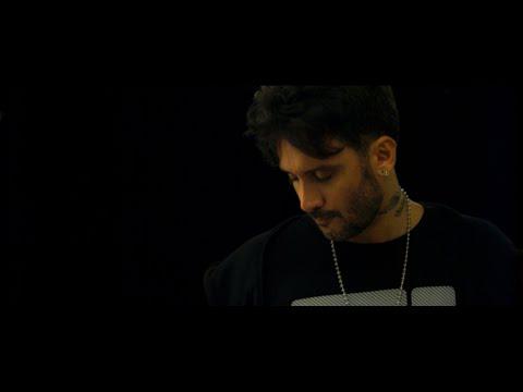 Смотреть клип Fabrizio Moro - Melodia Di Giugno