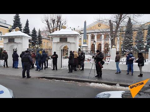 У посольства Армении в Москве проходит акция протеста с требованием отставки Никола Пашиняна.