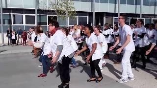 Flash mob par le service neurologique de l'hôpital de saintes