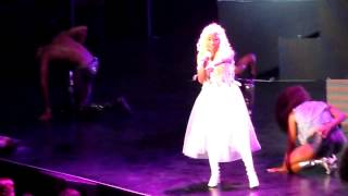 Turn Me On - Nicki Minaj LIVE in MANILA (Pink Friday Tour)