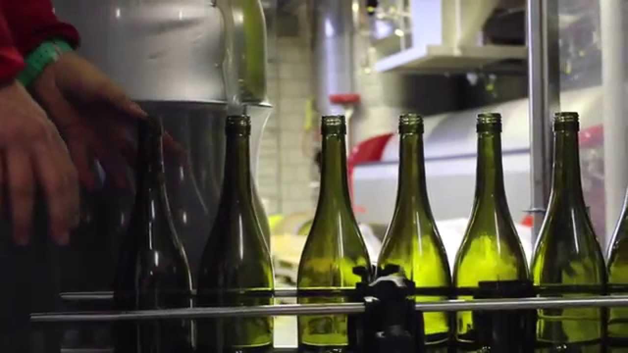 Weinabfüllung im Weingut Geisser