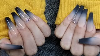 Diseño en efecto ombre con color negro en uñas super largas!