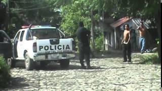 policia de comala col. hace mal uso de su arma de cargo