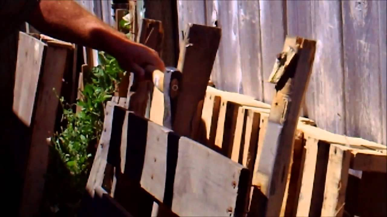 Making things with pallets youtube for Making things out of pallets