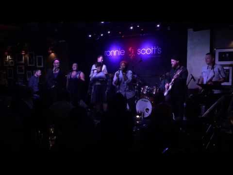 Borders - TAWIAH (live at Soul Family Sunday at Ronnie Scott