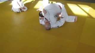 9- Entrée entre les jambes de Uke, kuzure Yoko Shiho Gatame A