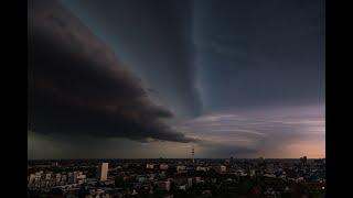 Unwetter über Hamburg : Die spektakulärsten Aufnahmen des Gewitters