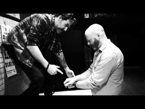 Making of Kevin O'Rourke / HANDS - A photography project by Marc Mennigmann - The hands of musicians