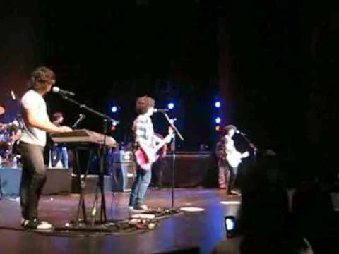 KEVIN JONAS FALLS! 11-06-07