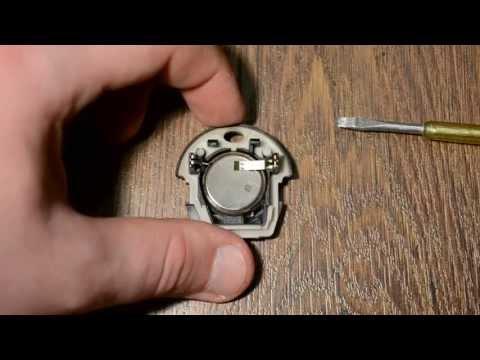 видео: Замена батарейки в ключе seat skoda volkswagen battery replacement in key