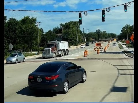 Yorkville, IL    Car goes around traffic waiting at red light by using left turn only lane