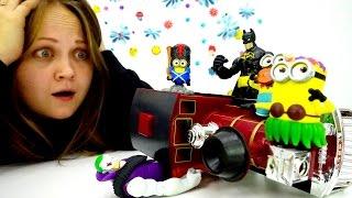 Видео про игрушки для детей. Бетмен спасает Миньонов