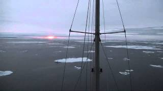Tara à 3 heures du matin dans le détroit de Vilkitsky - Tara Oceans Polar Circle - 25 août 2013