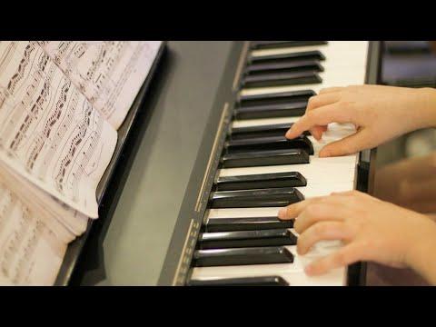 Пианистка Мария Хаузель исполняет соло