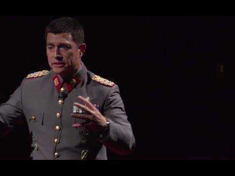 ¿Caos? Lo Único Organizable son Nuestras Acciones | Fernando Silva | TEDxUDP