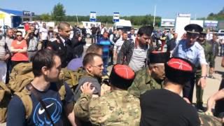 Казаки избили Алексея Навального в аэропорту Анапы