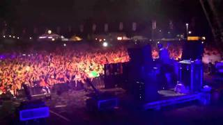 Tiesto playing Hardwell - Molotov live at Creamfields 2010