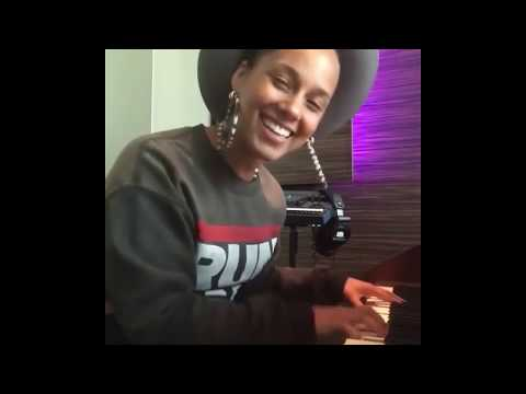 Alicia Keys - Singing A Beautiful Cover Of Prince On His Birthday