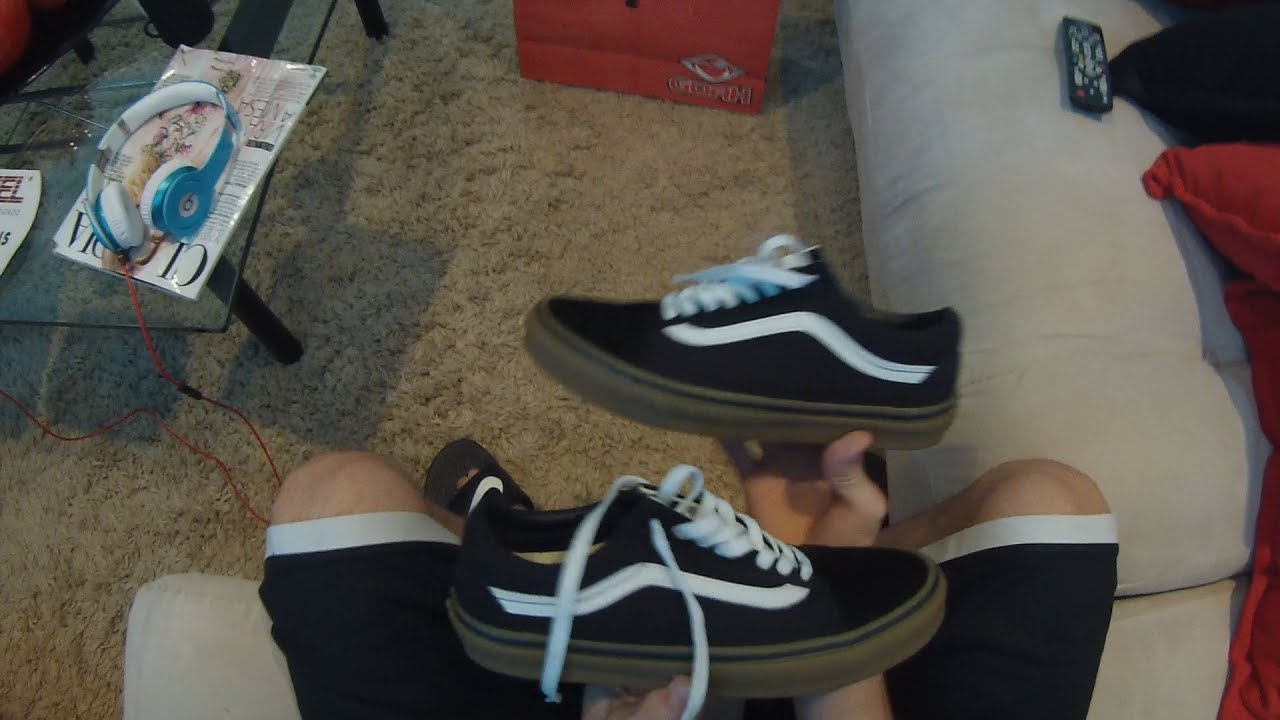 b7e2c4d7ac Unboxing Vans Old Skool Black Gum - YouTube