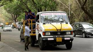 Towing Operation on wrongly Parked vehicle by Bangalore Traffic Police