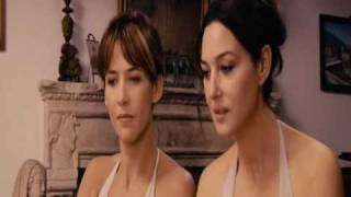 Sexy Sophie Marceau and Monica Bellucci dans Ne te retourne pas