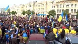 Ультрас «Металлиста», «Днепра» гимн Украины на пл. Конституции 27.04.14., Харьков