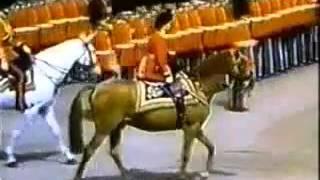 Королева Британии почитает древнеегипетскийиудейский культ – Смотреть видео онлайн в Моем Мире(, 2015-11-01T15:13:05.000Z)