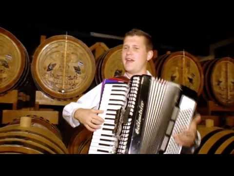 KOLLÁROVCI- MÁM JA HRUŠKU (Oficiálny klip) 8/2013