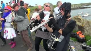 Arrivée des fanfares à Ouessant 2012