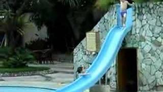 20071126 天天在飯店游泳池玩溜滑梯