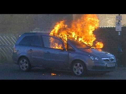 madness-dashcam-uk-vauxhall-zafira-b-car-fires-special-2015