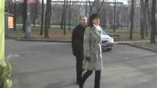 Видео наших партнёров. Студия КГБ. Азбука телохранителя. Ролик 24(Один телохранитель. Тактика пешего сопровождения. Сопровождение на улице. Клип 2 Подробнее см. http://www.vipv.ru/По..., 2016-03-04T08:25:14.000Z)