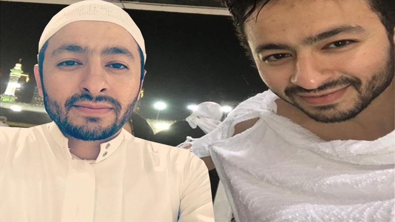 8bbccf2e1 شاهد الفنان حمادة هلال بملابس الاحرام برفقة والدته ويدعو لها بالشفاء ويظهر  مع شقيقه لأول مرة