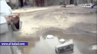 بالفيديو والصور.. الصرف الصحي يغرق منازل «كفر القرعة» بالفيوم.. والمسئولون: نحتاج 3 ملايين جنيه لإصلاح المحطة