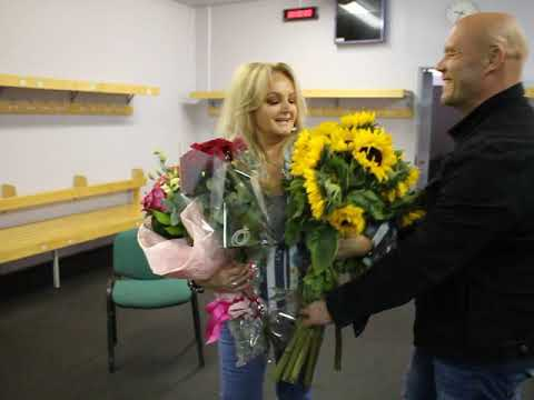"""Bonnie Tyler drowned in flowers Russian fans at the festival """"White Nights of St. Petersburg"""""""