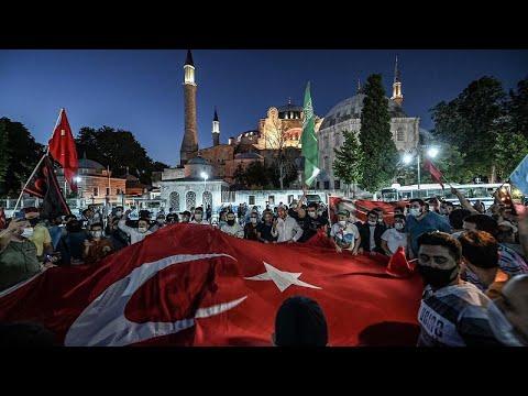 شاهد: أتراك يحتفلون بتحويل المعلم البيزنظي آيا صوفيا إلى مسجد…  - نشر قبل 7 ساعة