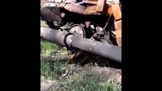 Украинский танк подорвался на мине ополченцев:(Вся свежая информация здесь: Украина, Зона АТО. Ноябрь 2014 г. Самоходная Артиллерийская Установка Ополчения..., 2014-11-08T09:33:58.000Z)