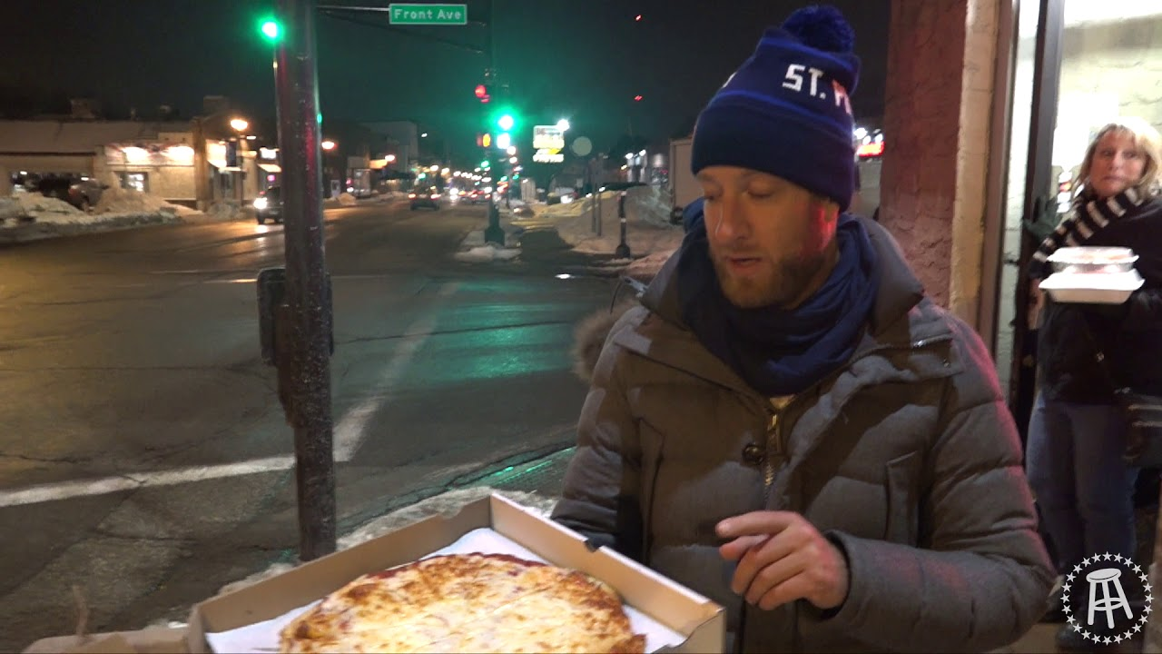 barstool-pizza-review-mama-s-pizza-st-paul-mn